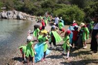 Öğrencilerden kıyı temizliği