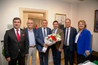 CHP Genel Başkan Yardımcısı Yıldırım  Kaya Ahmet Aras'ı makamında ziyaret etti