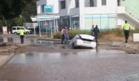 Bodrum'da otomobil içme suyu hattı çukuruna düştü