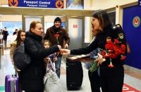 Dünya Gümrük Günü'nde İstanköy'den gelenlere çiçekli karşılama