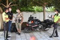 Bodrum'da zihinsel engelli Aypar'a polisten doğum günü sürprizi