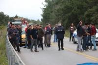 Devrilen hafriyat yüklü kamyon otomobile çarptı: 2 yaralı