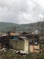 Hortum evlerin çatılarını uçurdu, ağaçları devirdi