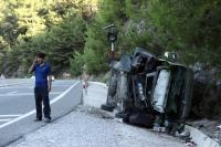 Midibüs devrildi: 20 yaralı