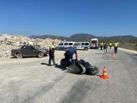 Kamyonetle motosiklet çarpıştı: 1 ölü, 1 yaralı