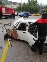Tırla otomobilin çarpıştığı kazada 4 kişi yaralandı