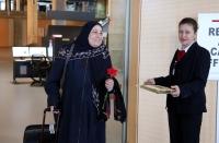 İsrailli turistler Dalaman havalimanında çiçeklerle karşılandı