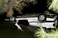 Otomobil denize düştü: 2 yaralı