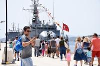 Askeri savaş gemilerine ziyaretçi akını
