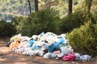 Tatilciler gitti çöpleri kaldı